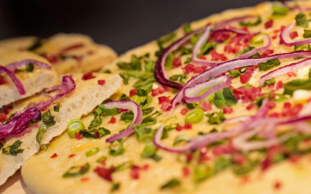 Frisch Pizza aus dem Ofen
